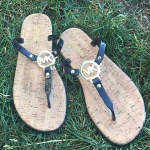 EUC! Michael Kors Flip Flops Sz 9